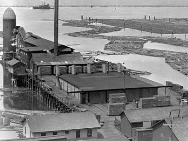 C-B Lumber and Shingle Company, located at the foot of 9th Street, began operation around 1914.    Photo courtesy of Everett Public Library.