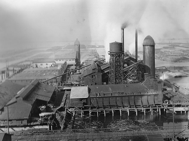 A 1907 view of the Clough-Hartley Plant, the world's largest shingle mill.   Photo courtesy of Everett Public Library.
